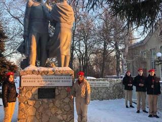 """Члены партии и сторонники приняли участие во Всероссийскойакции""""Защитим память героев""""."""