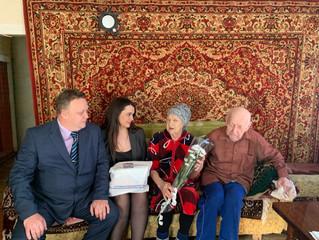 Представители Энгельсского местного отделения поздравили семейную пару с годовщиной свадьбы