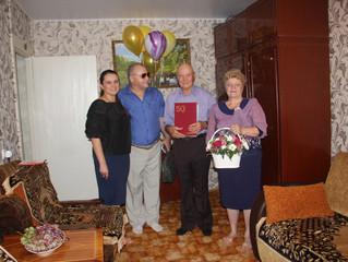 В Энгельсе партийцы поздравили семью Потаповых с Золотой свадьбой