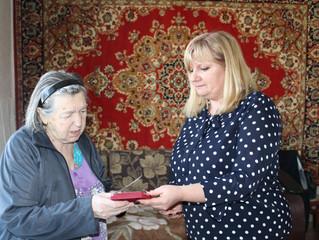 Анастасия Реброва поздравила ветеранов и тружеников тыла