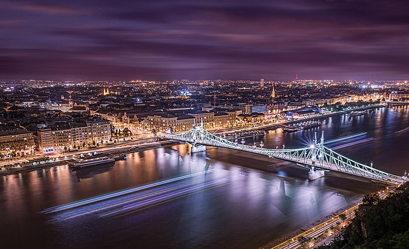 Chasing the lights (Budapest, Hungary)