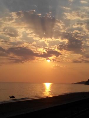 ηλιοβασιλεμα παραλια Λουτσας