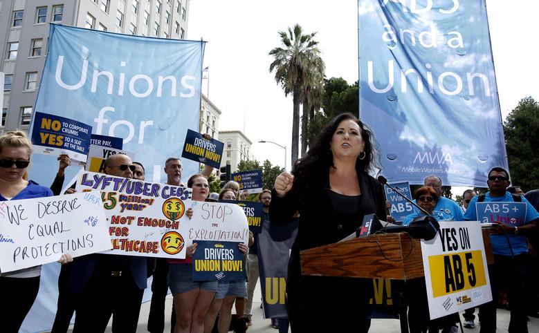 ลอเรน่า กอนซาเลส สมาชิกสภาของรัฐแคลิฟอร์เนียจากเมืองซาน ดิเอโก พูดในการรณรงค์ในเดือนสิงหาคม 2562
