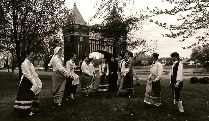 Au tout début des Chamaniers, devant la porte des Maires à Saint-Hyacinthe