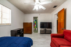 1015 NW 8th St Gainesville FL-small-010-