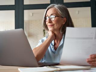 Cursos online geram oportunidade de realização e recolocação profissional para maiores de 50 anos