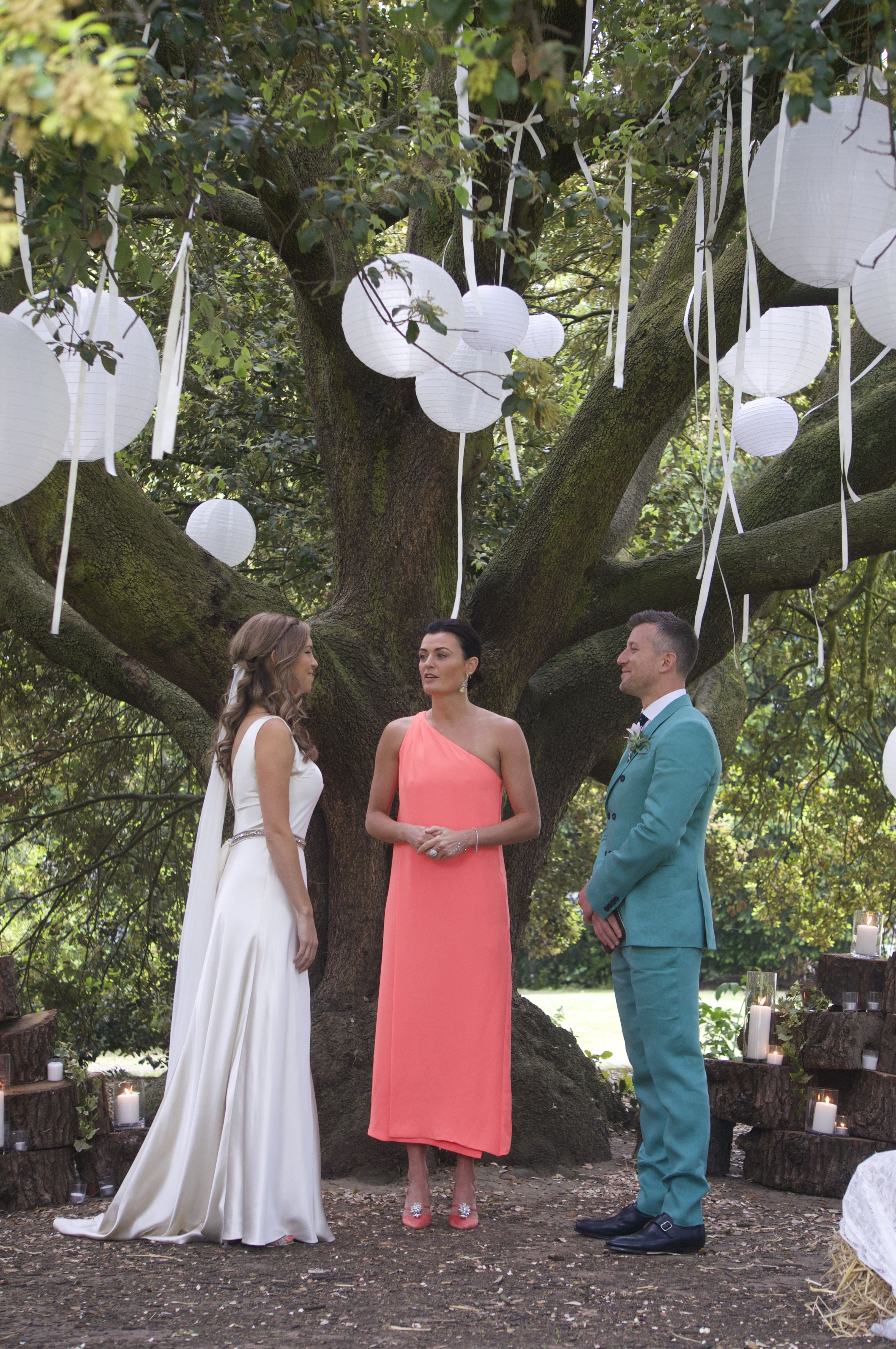 outside tree wedding ceremony