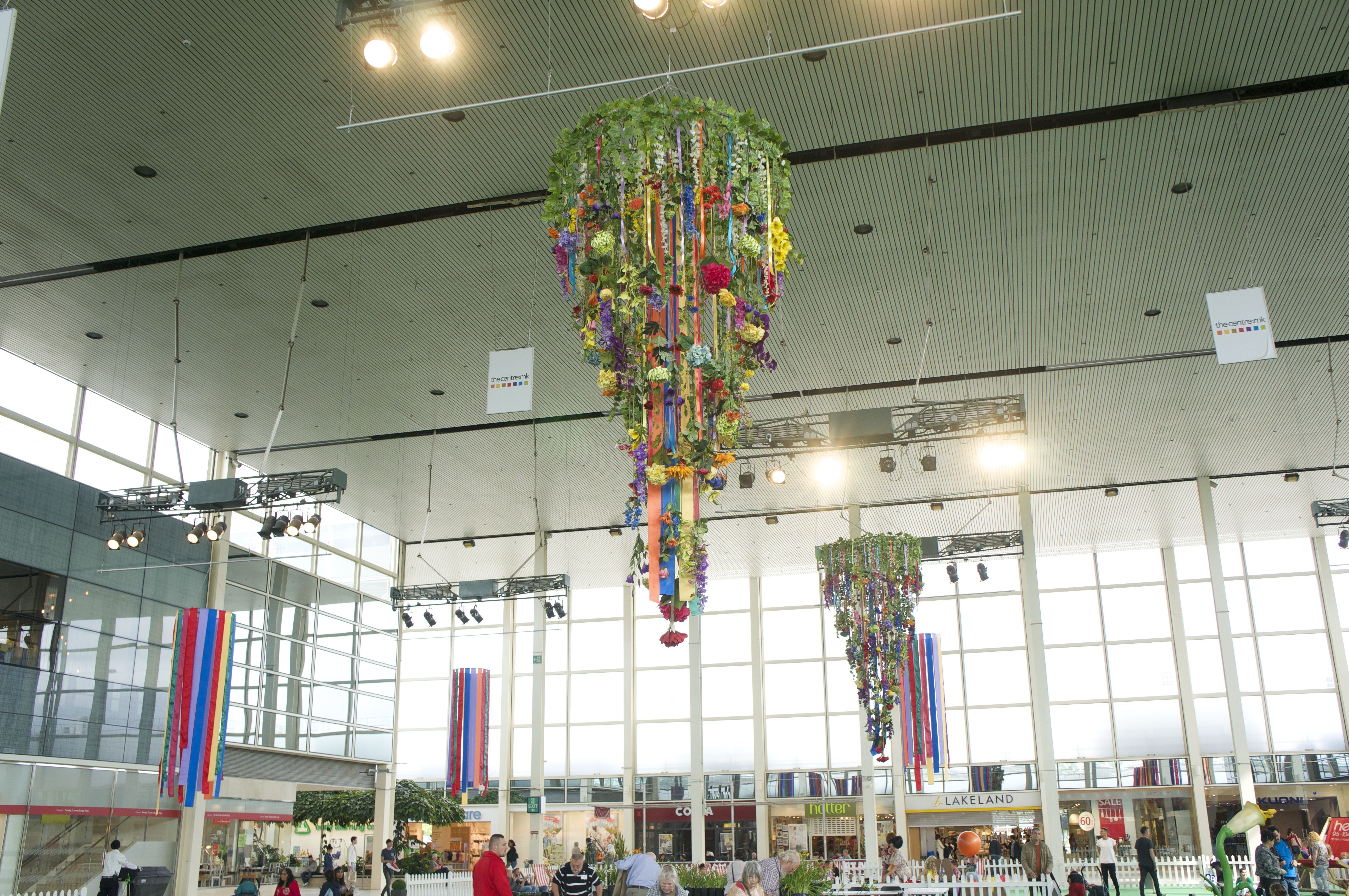 MK centre giant ribbon chandeliers