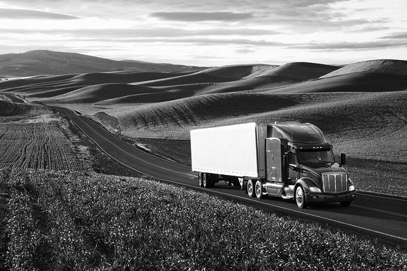 peterbilt-class8-commercial-truck-drivin