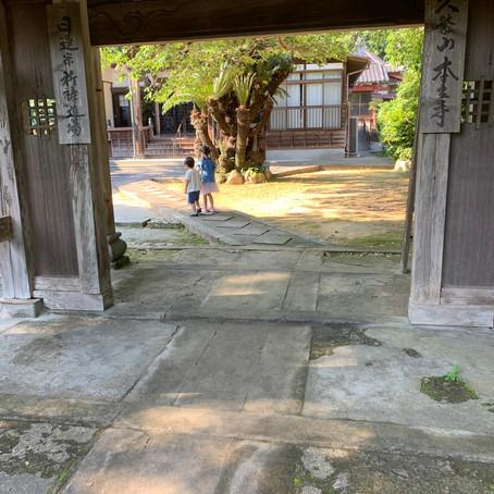 子ども達とお寺を参拝