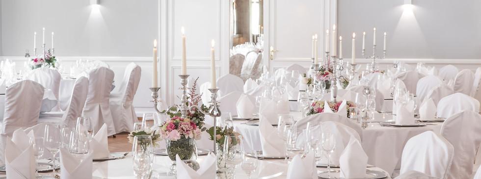 Blick in dekorierten Bankettsaal