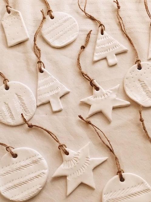 Ensemble d'ornements festifs faits main
