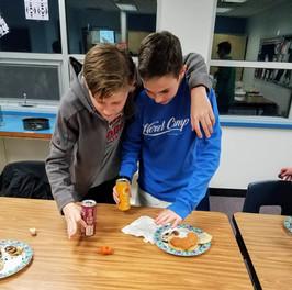 Het (8th-grade) Hanukkah and Art Program 2019