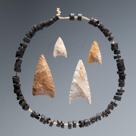 Grabbeigaben aus einem jungsteinzeitlichen Grab in Däniken