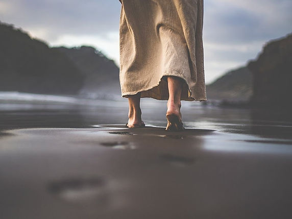faith-christian-jesus-walking-sand_credit-lightstock.jpg