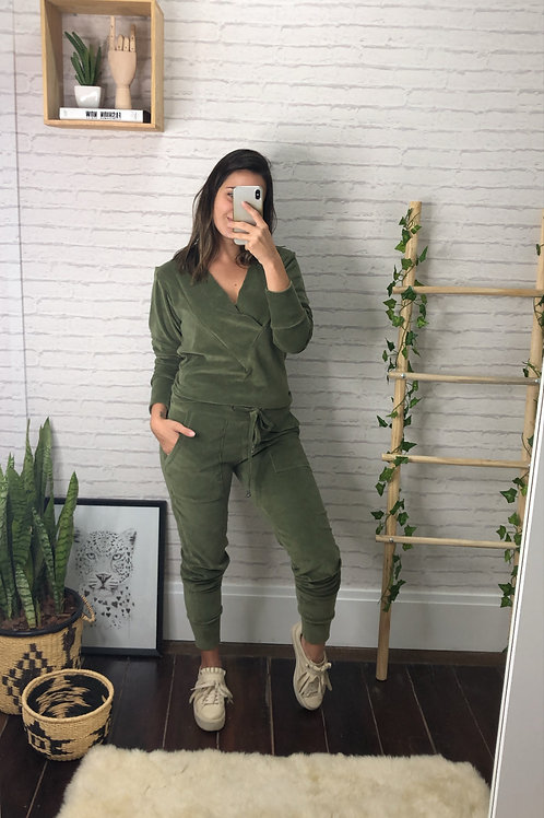 Conjunto de plush gola V (verde militar)