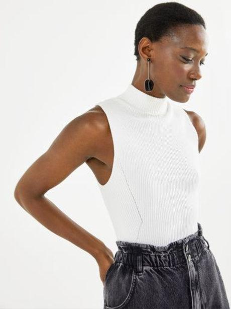 Blusa tricot canelado sem manga (preto)