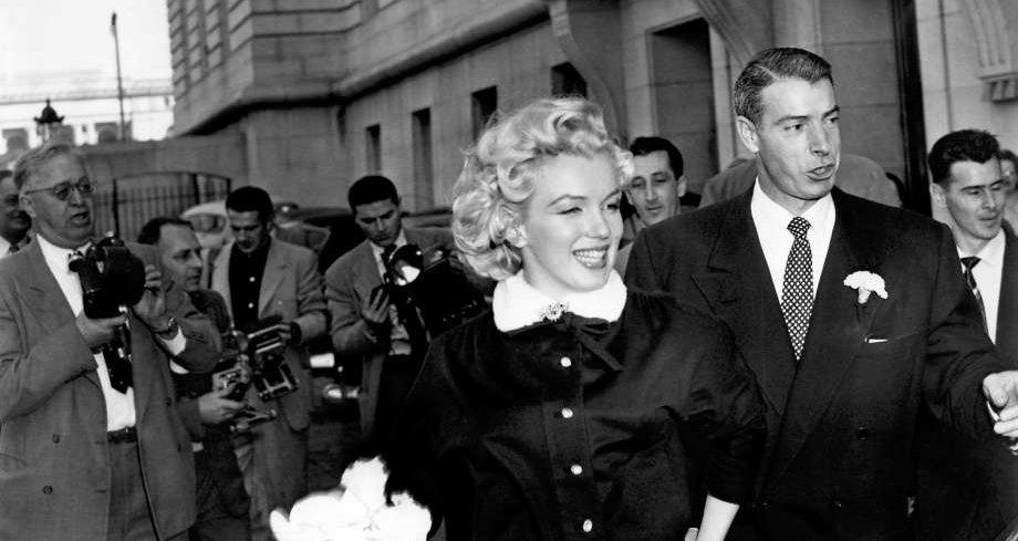 Marilyn & DiMaggion Jan 14, 1954.jpg