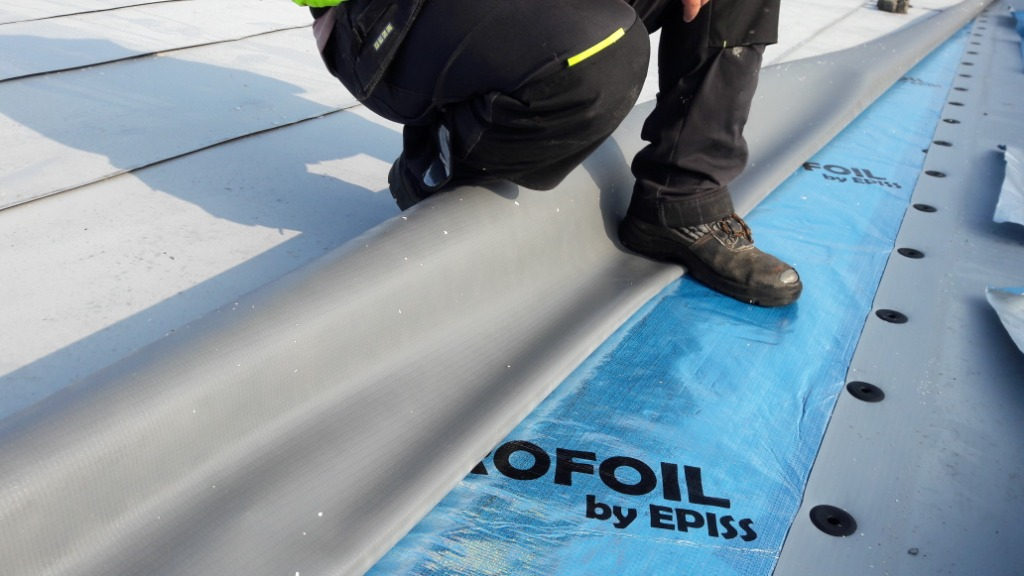 Conductive membrane for flat roof