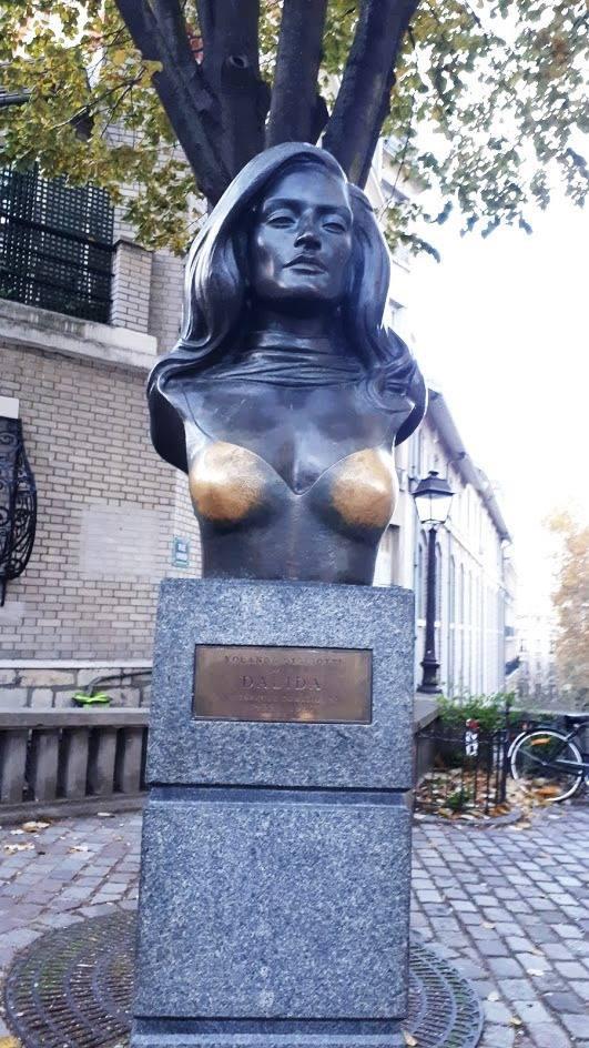 פסל של דלידה  במונמארט