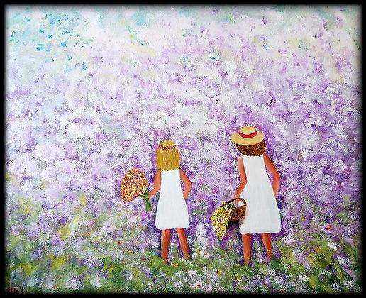 ילדות בשמלה לבנה וסלסלת פרחים