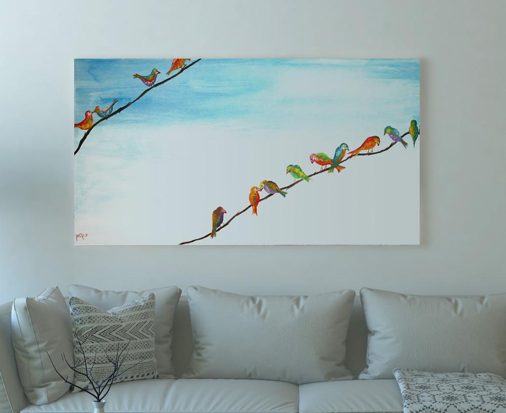 ציור של ציפורים צבעוניות על ענף על רקע שמים בהירים