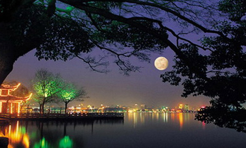 West Lake under the moonlight