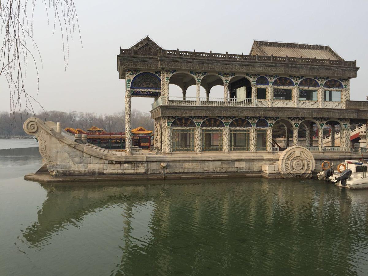 Boat shape building
