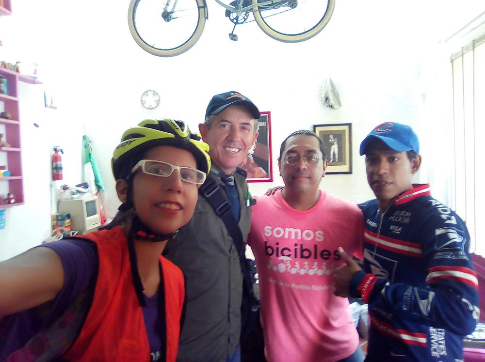 Anga Harini, Antonio Santos, Chava Torres y Alberto Muñiz, activistas ciclistas regiomontanos.