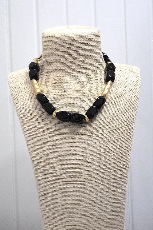 Collana nera e oro