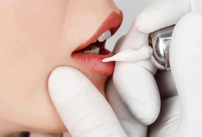 Permanent Lips - Lip Liner
