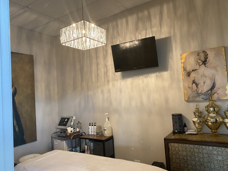 Glo Beauty Bar & Suites Suite 1