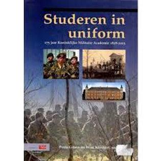 Studeren in uniform / P. Groen & W. Klinkert