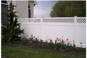 privacy-fence-with-top-lattice-1-300x200