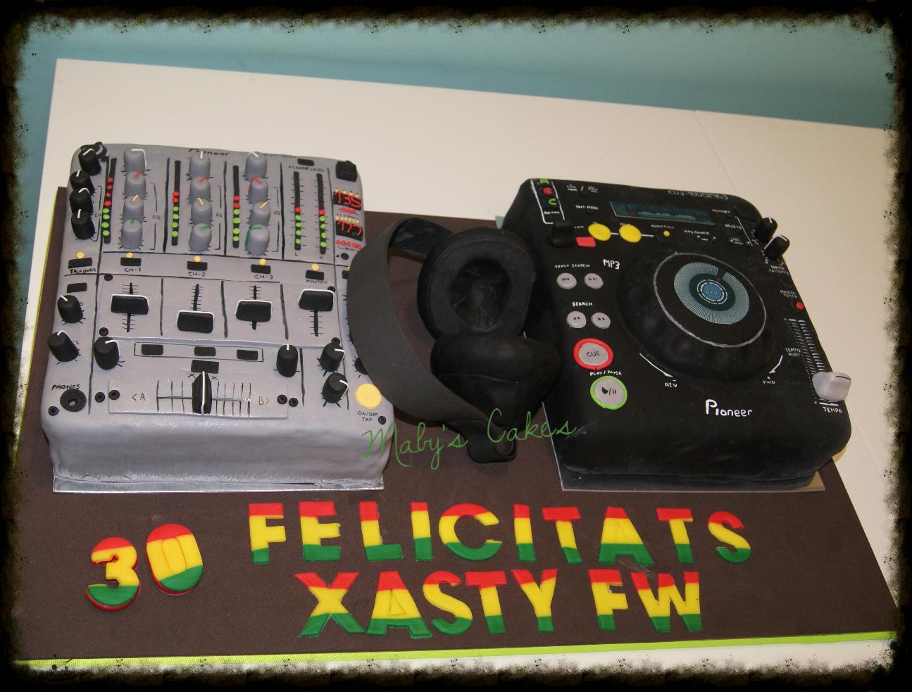 Tarta DJ Pionner      Tarta Sabadell Terrassa fondant tarta personalizada