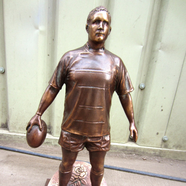 Rugby Player Bronce figurine