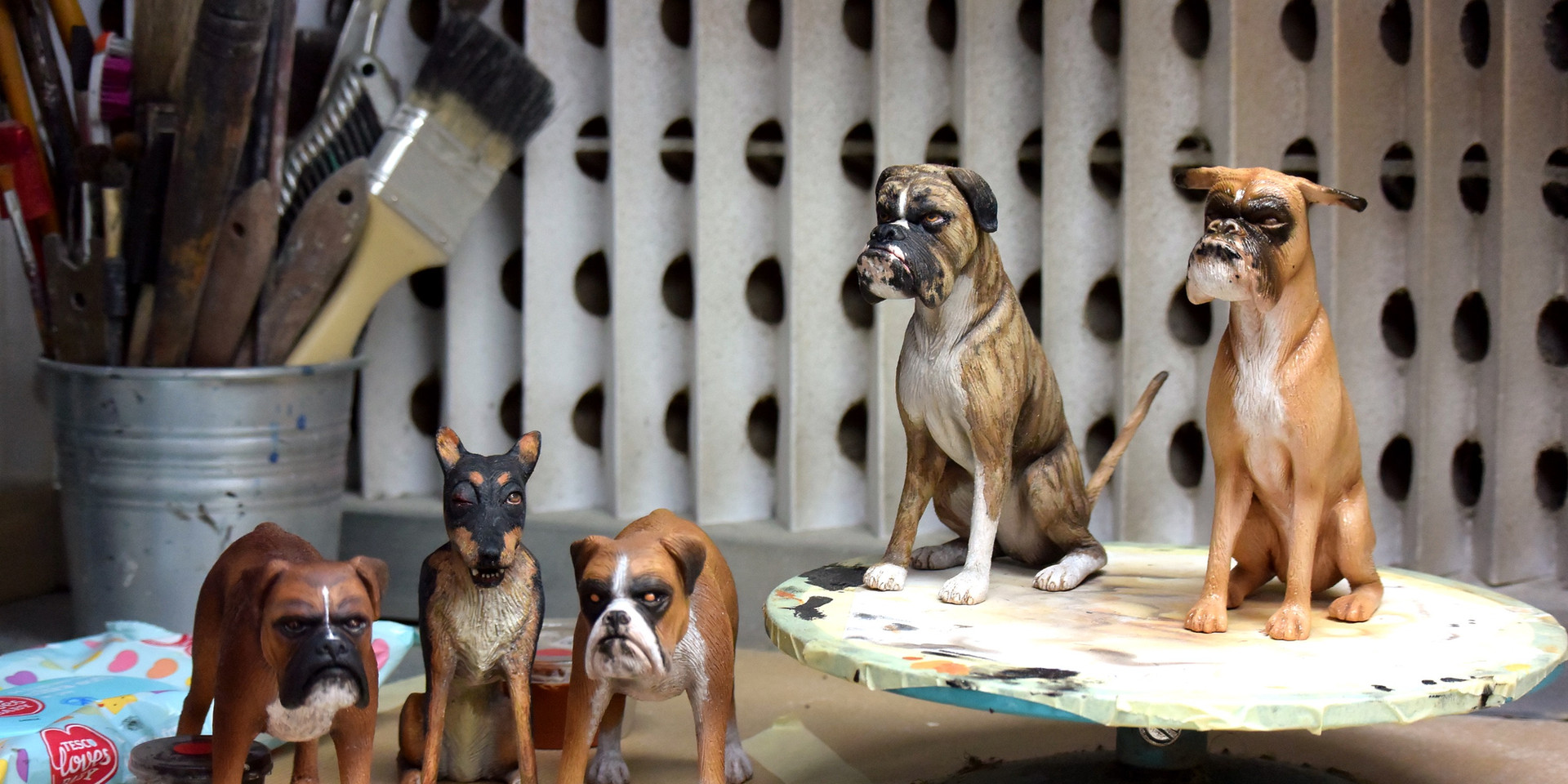 Isle of Dogs. Background dogs