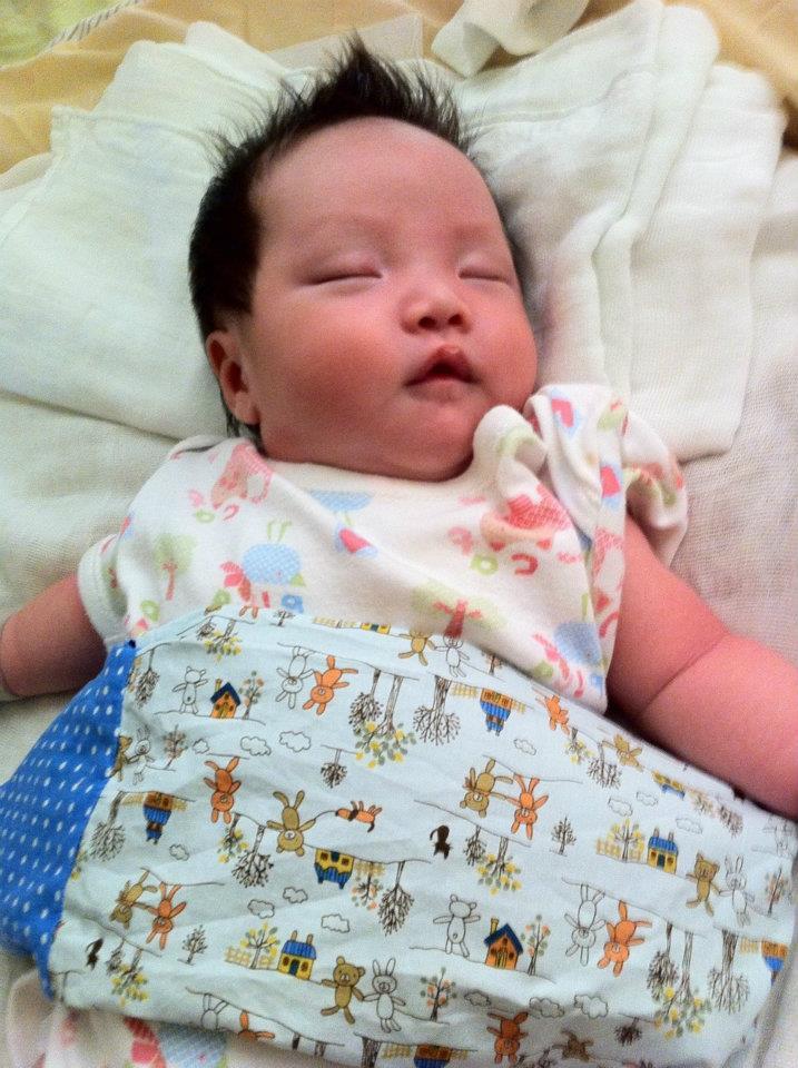 amily uziva u sigurnosti jastučića za bebe od heljde