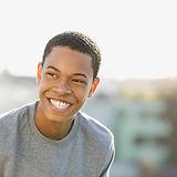 Adolescente de sorriso