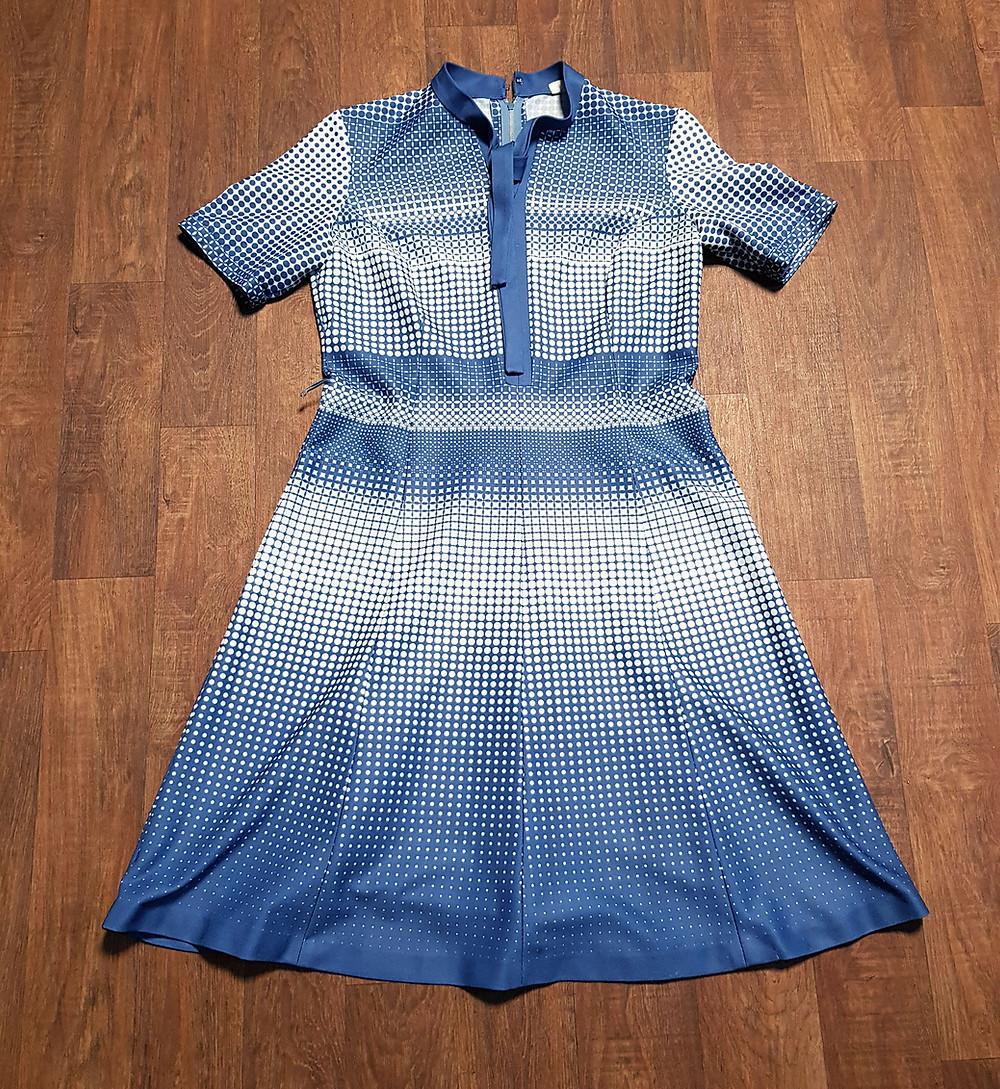 1970s Vintage Blue & White Patterned Dress Size 14