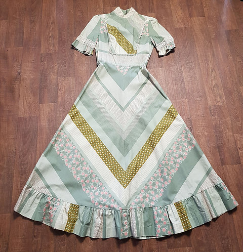 Vintage Dresses | Vintage Louis Caring Dress | Vintage Clothing | Victoriana Dress