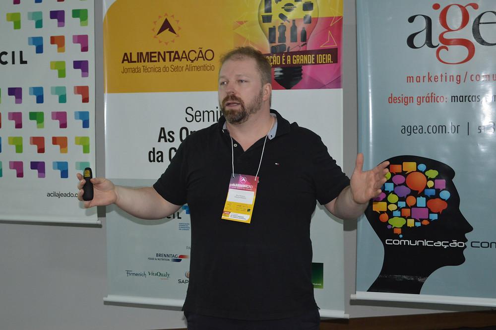 Edu Pelizzon fez palestra e conduziu a degustação - Crédito: Priscila Rodrigues
