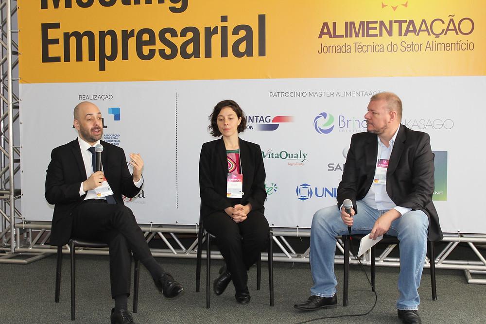 Questões econômicas foram debatidas por André Nunes de Nunes, Marina Finestrali e Valmor Mantelli - Crédito: Simone Rockenbach
