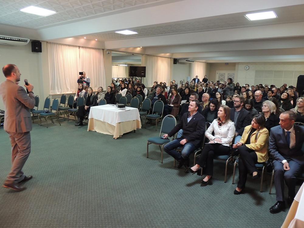 Cerca de 130 pessoas prestigiaram a abertura do evento - Crédito: Clarissa Jaeger
