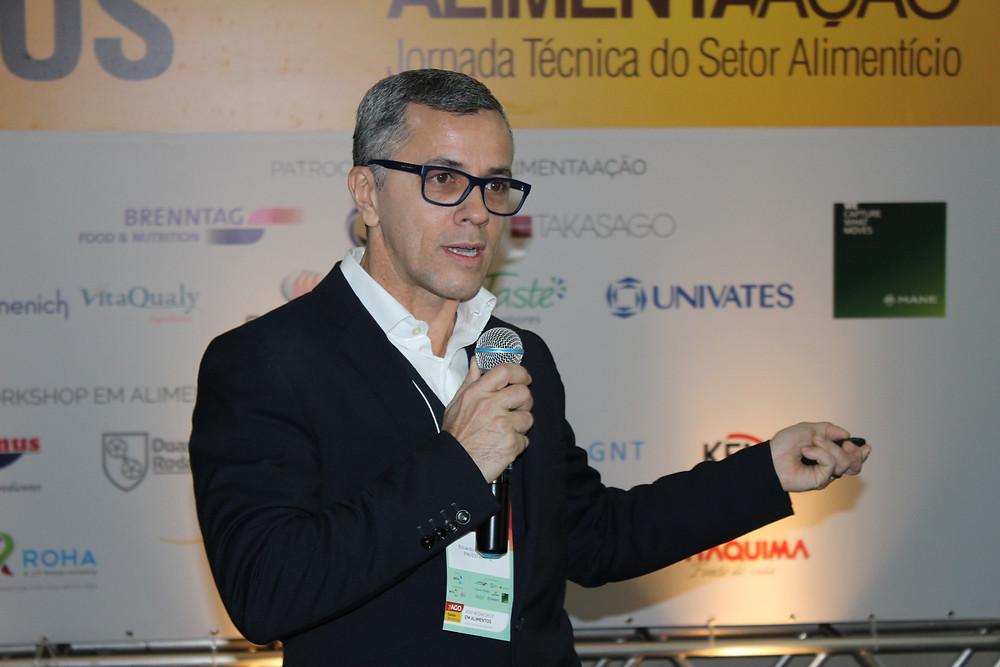 """Eduardo Cesar Tondo, iniciou a programação com as """"Inovações na segurança de alimentos"""" - Crédito: Clarissa Jaeger"""