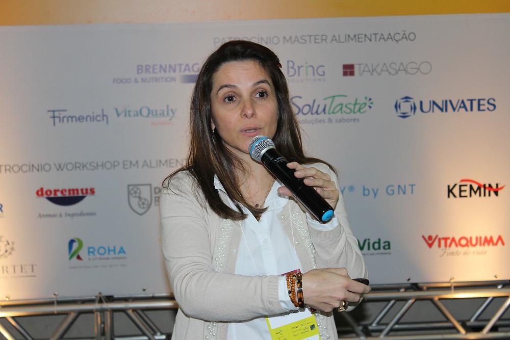 A veterinária Letícia Dalberto alertou para os riscos dos micro-organismos na cadeia produtiva - Crédito: Clarissa Jaeger