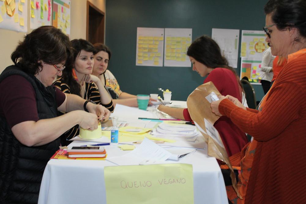 Participantes foram desafiados a desenvolver um produto a partir dos conceitos assimilados - Crédito: Clarissa Jaeger