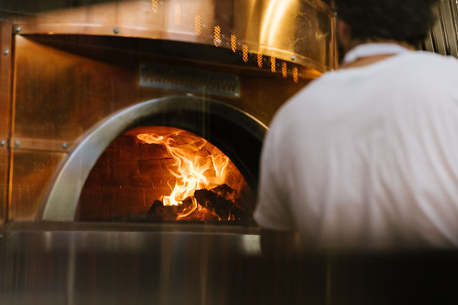 Woodfired pizza oven, pizza