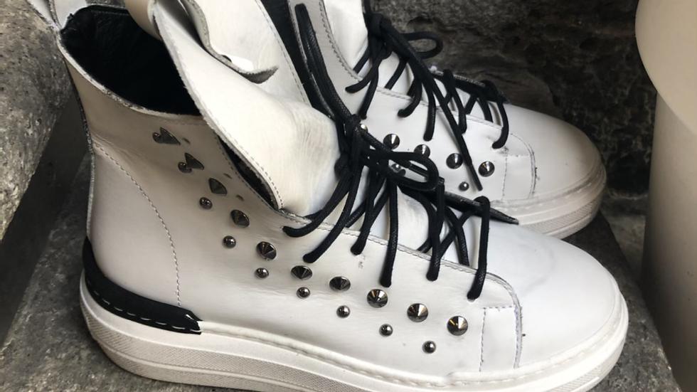 Leder-Sneaker in weißem Vintagelook