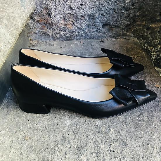 Schwarzer Glatt Leder Ballerina-Art